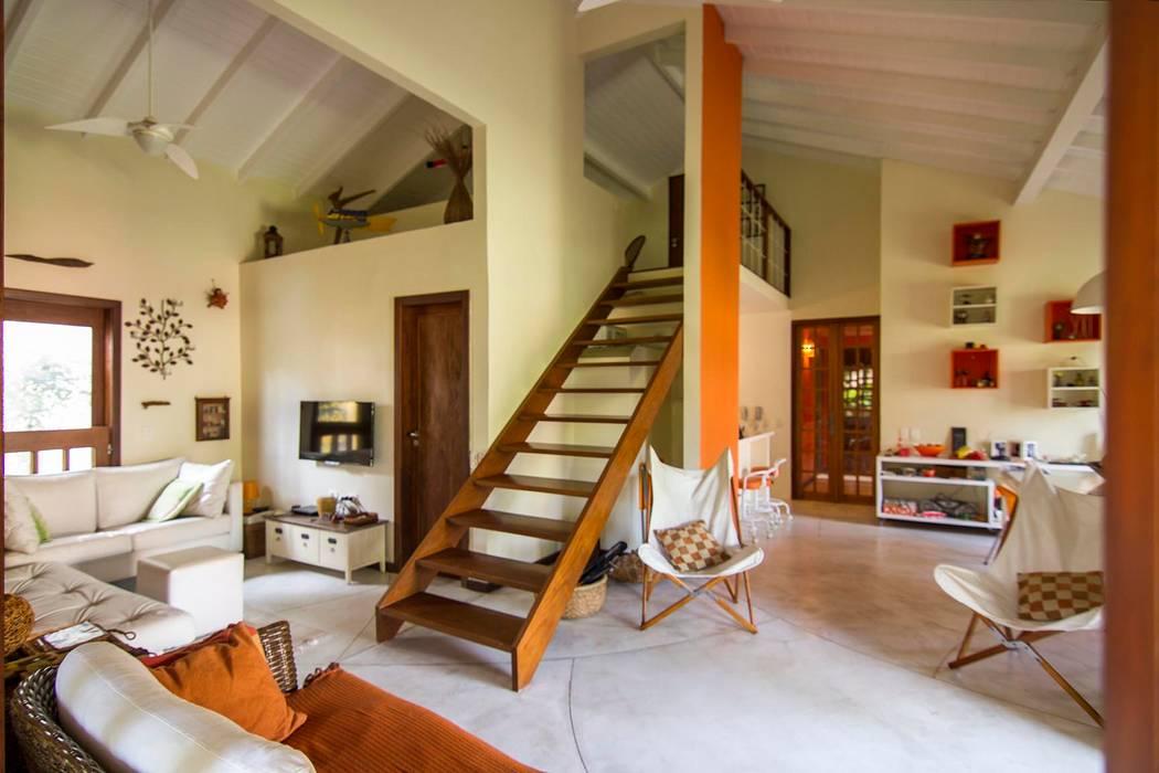 Casa de Praia: Salas de estar modernas por Cristiana Casellato Arquitetura e Interiores