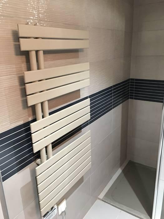 Douche: Salle de bains de style  par Harmonie&Design
