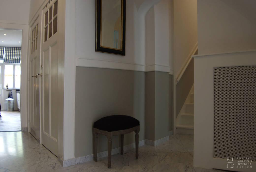 Pasillos, vestíbulos y escaleras de estilo clásico de Robbert Lagerweij Interior Design Clásico Mármol