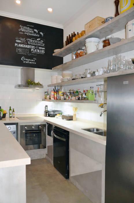 DEPARTAMENTO ARTE DECO: Cocinas de estilo  por Lucy Attwood Interior Design + Architecture