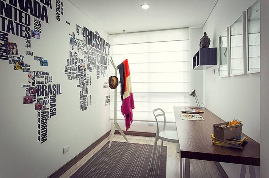 Estudio: Estudios y despachos de estilo  por Maria Mentira Studio