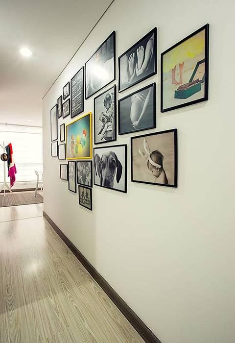 Apto  Felisa: Estudios y despachos de estilo  por Maria Mentira Studio, Moderno Madera Acabado en madera