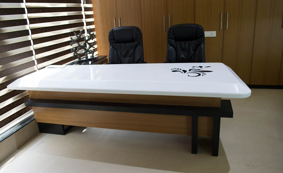 Ceo table: modern  by Swastik,Modern