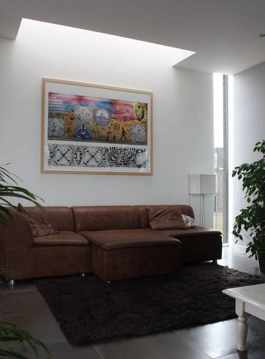 De poortwoning:  Woonkamer door Architectenbureau Jules Zwijsen, Modern