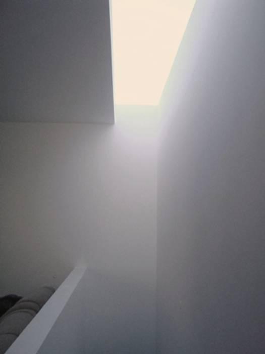 Clarabóia / Escadas Corredores, halls e escadas modernos por GAAPE - ARQUITECTURA, PLANEAMENTO E ENGENHARIA, LDA Moderno