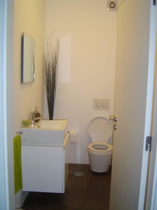 Casa de banho social: Casas de banho  por GAAPE - ARQUITECTURA, PLANEAMENTO E ENGENHARIA, LDA,
