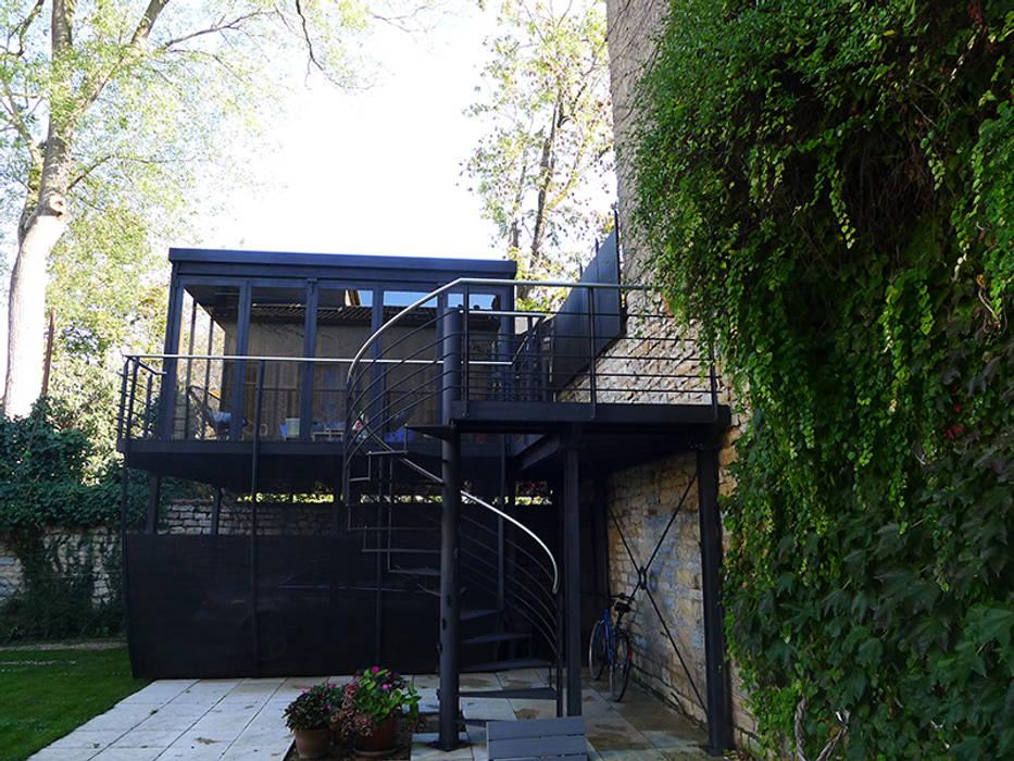 salon d 39 t m tallique en carport vue 02 garage hangar de style de style moderne par vincent. Black Bedroom Furniture Sets. Home Design Ideas