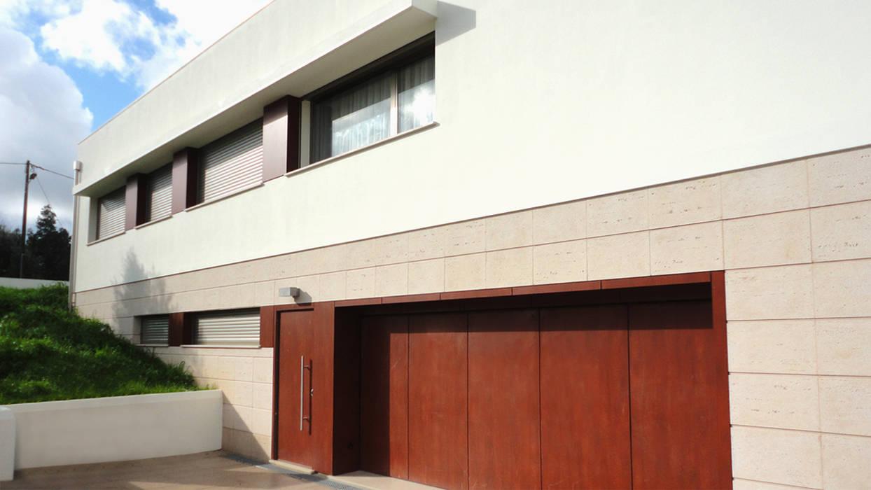 Alçado Casas modernas por GAAPE - ARQUITECTURA, PLANEAMENTO E ENGENHARIA, LDA Moderno