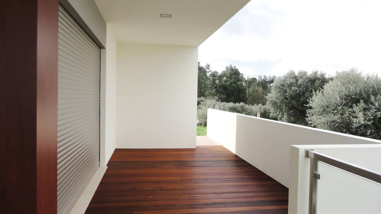 Varanda sala: Casas  por GAAPE - ARQUITECTURA, PLANEAMENTO E ENGENHARIA, LDA