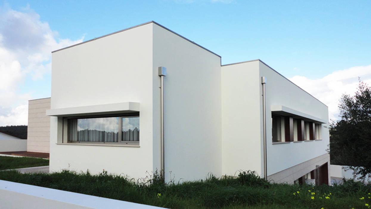 Alçado : Casas  por GAAPE - ARQUITECTURA, PLANEAMENTO E ENGENHARIA, LDA,