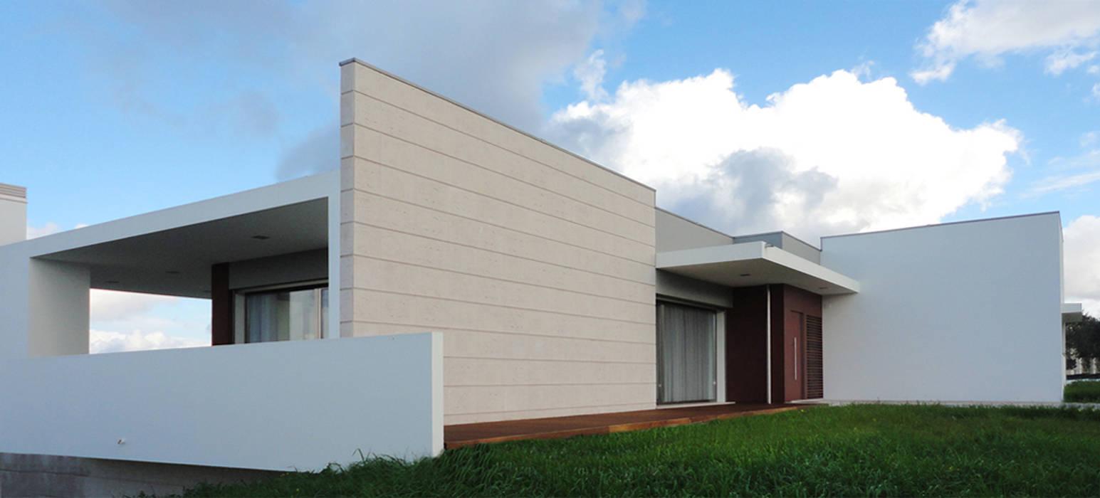 Alçado : Casas  por GAAPE - ARQUITECTURA, PLANEAMENTO E ENGENHARIA, LDA
