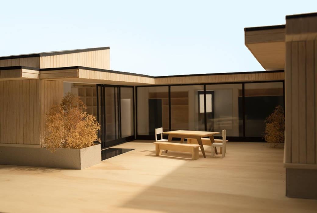 Patio House:   door Kevin Veenhuizen Architects,