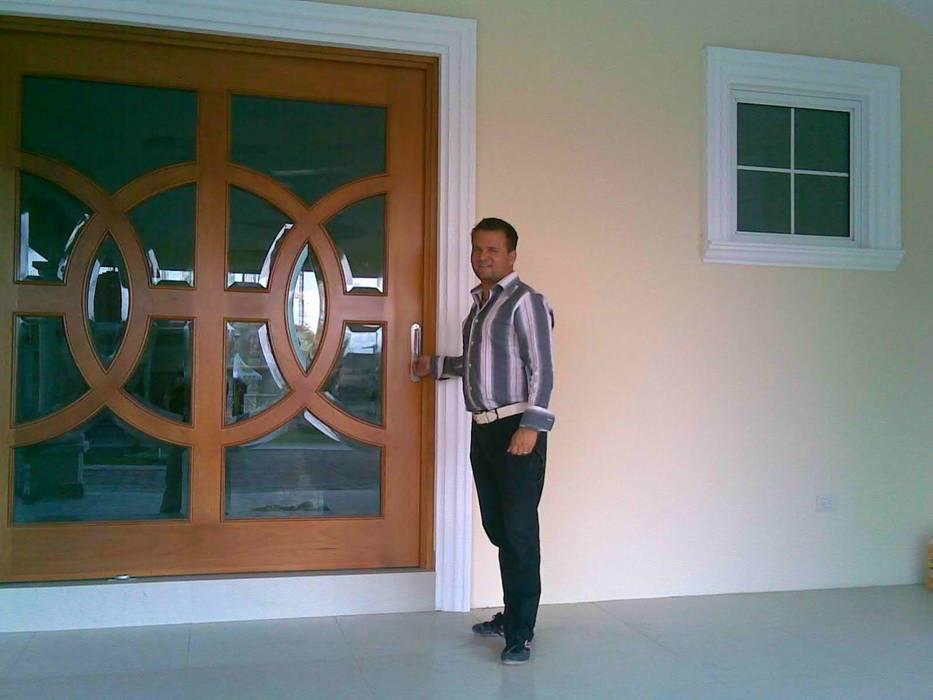 Wooden doors by SG Huerta Arquitecto Cancun ,
