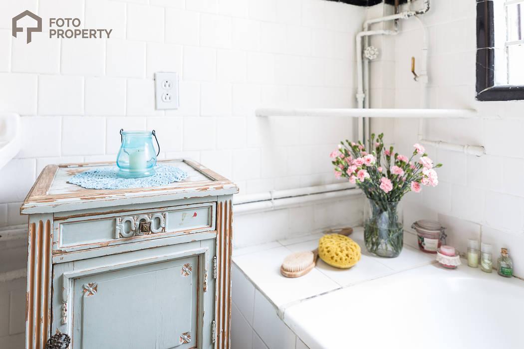Badezimmer von Foto Property, Klassisch