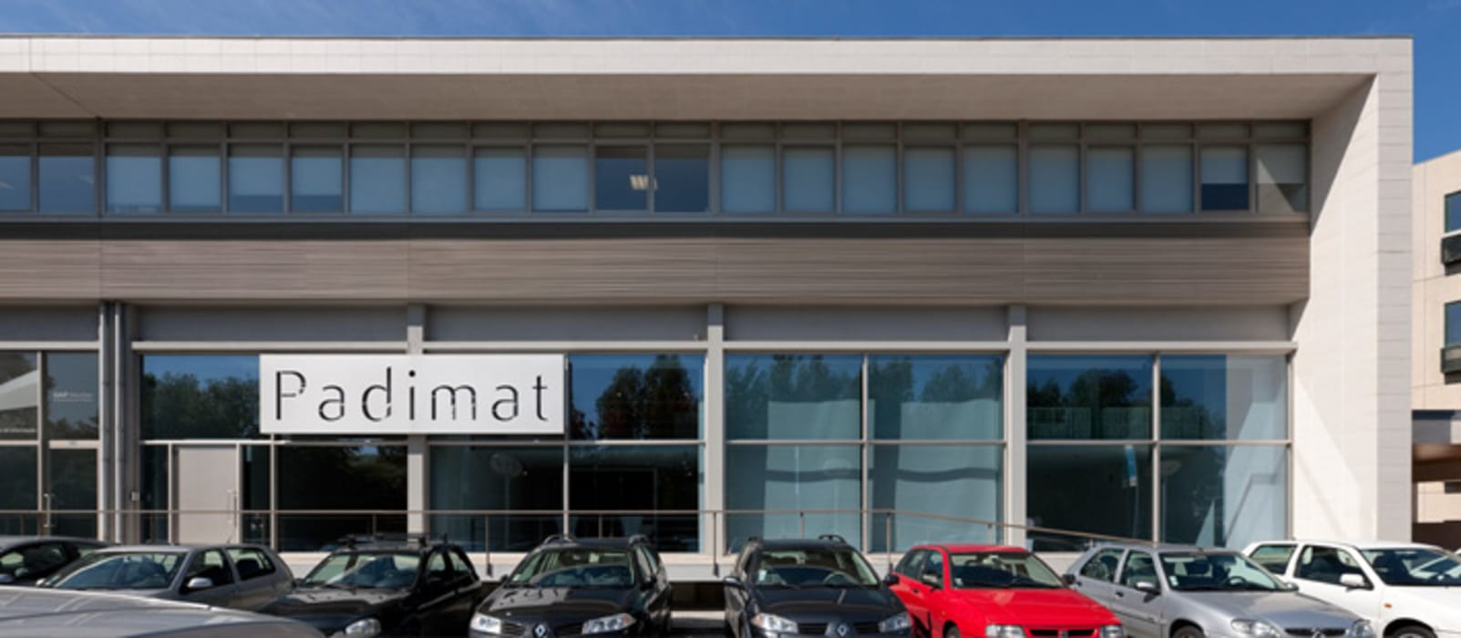 Edifício Espaços comerciais minimalistas por Padimat Design+Technic Minimalista