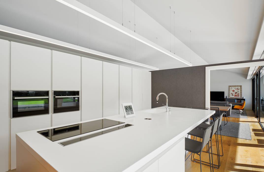 Кухня в стиле модерн от DECONS GKAO S.L. Модерн Дерево Эффект древесины