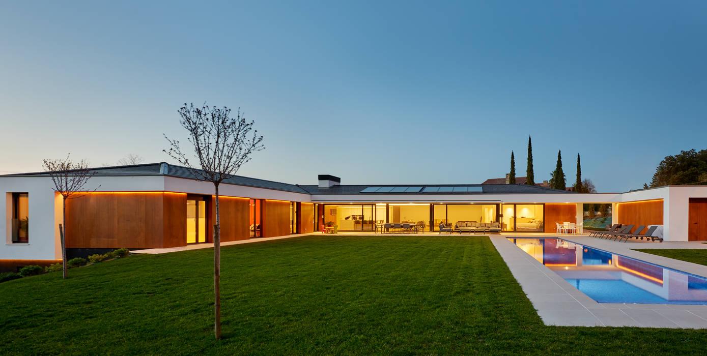Moderner Garten von DECONS GKAO S.L. Modern Holz Holznachbildung