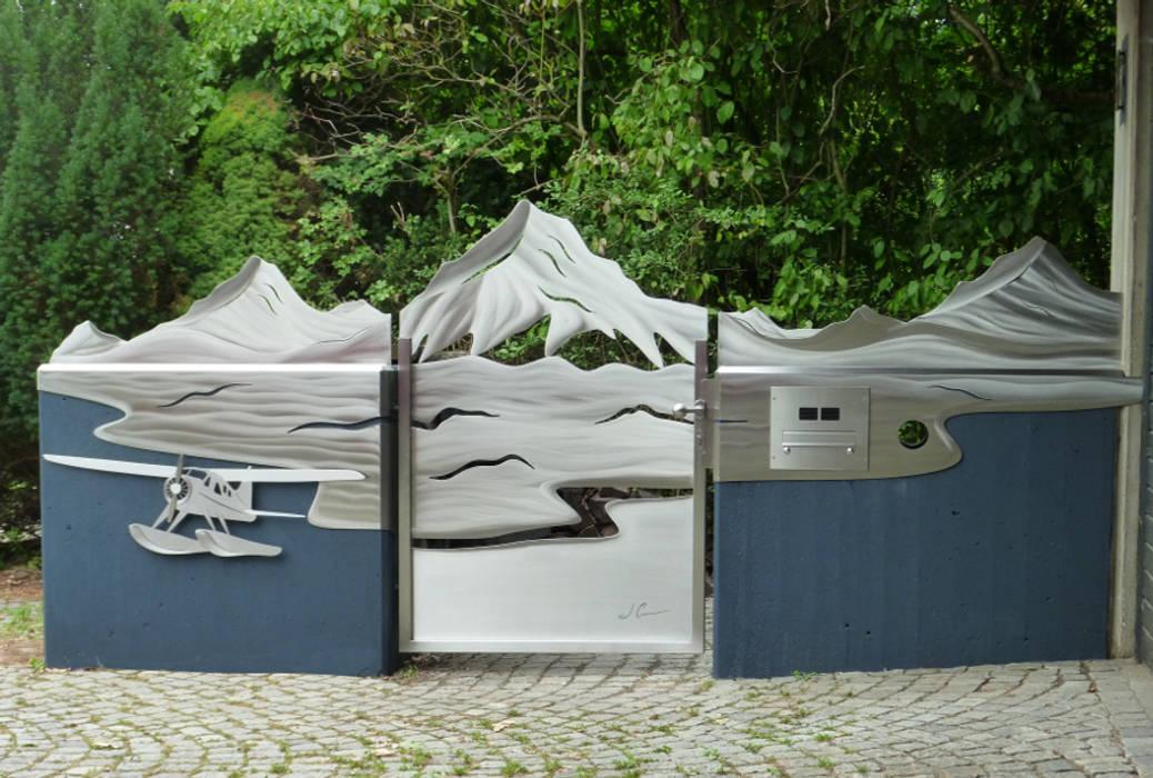 """Tor Design aus Edelstahl, """"Yukon"""" Moderner Garten von Edelstahl Atelier Crouse - individuelle Gartentore Modern Metall"""