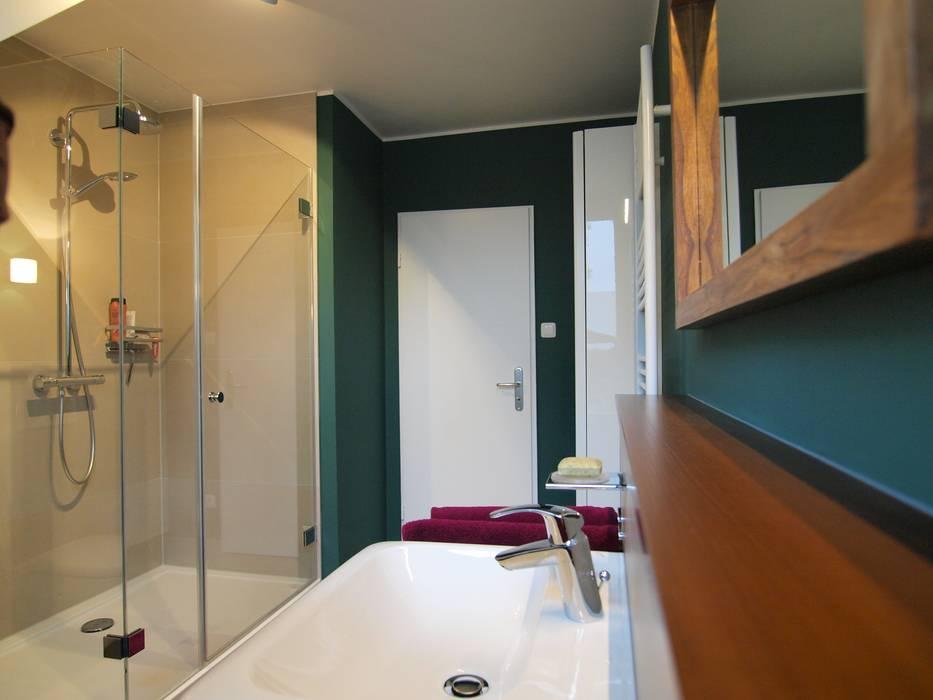 Charakterstarkes bad unter dachschräge: badezimmer von grandi+lutze ...