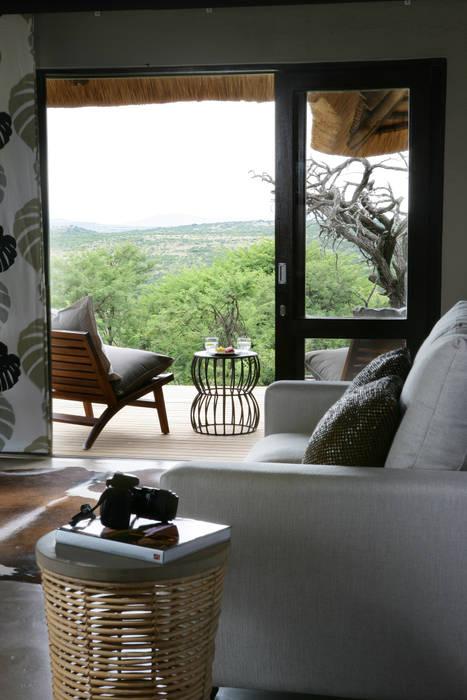 Dormitorios de estilo colonial de M&M Designs Colonial