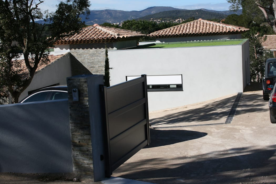 l'entrée: Maisons de style de style Moderne par Ab consultant