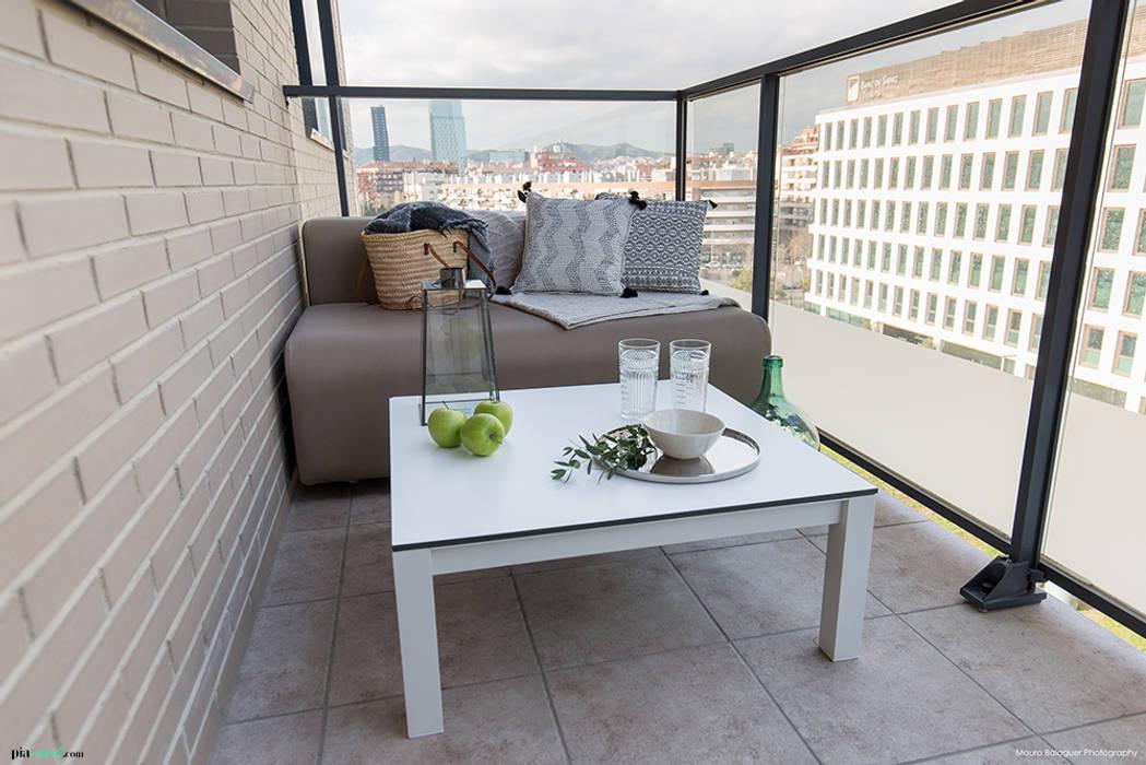 Balkon, Beranda & Teras Gaya Skandinavia Oleh Pia Estudi Skandinavia