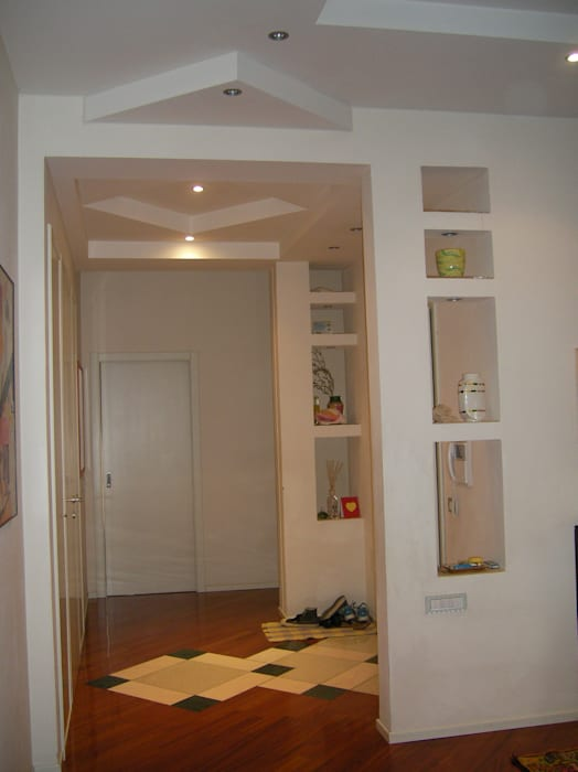 zona ingresso: Ingresso & Corridoio in stile  di Studio arch. Orban Agota