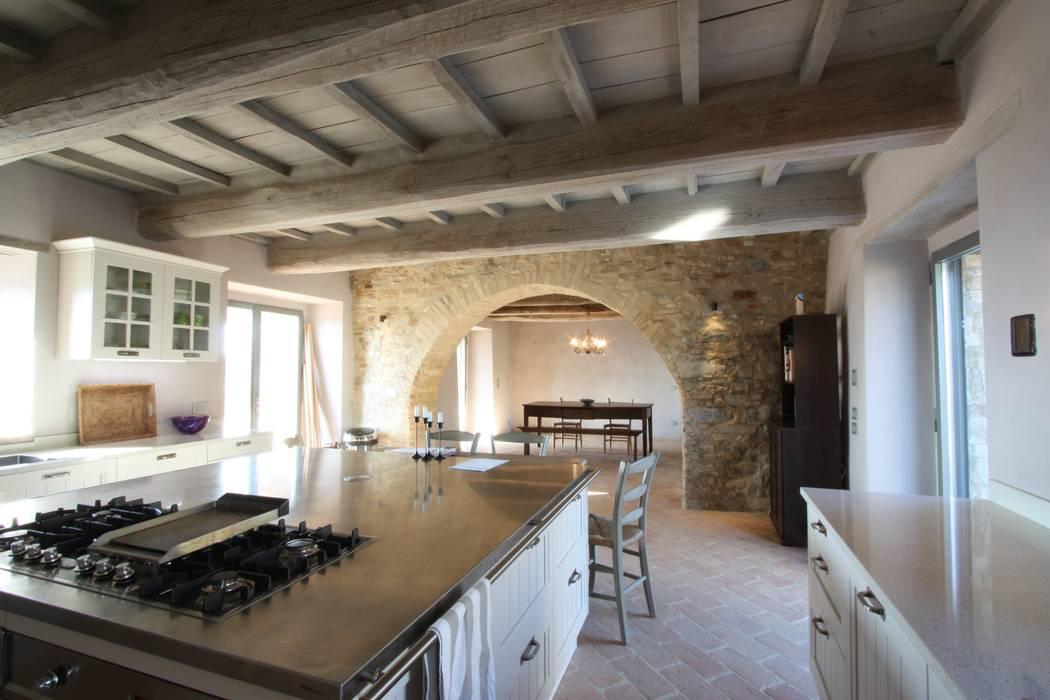 Ristrutturazione casale umbro cucina in stile di marco for Case antiche ristrutturate