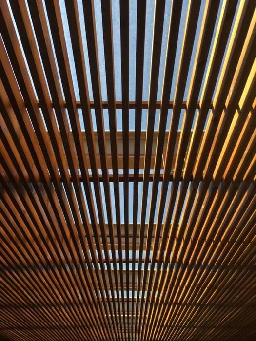 Maisons de style  par KUUK, Moderne Bois Effet bois