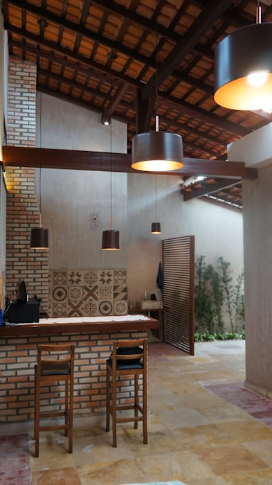 Garajes y galpones de estilo rústico de Reinaldo Pampolha Arquitetura Rústico