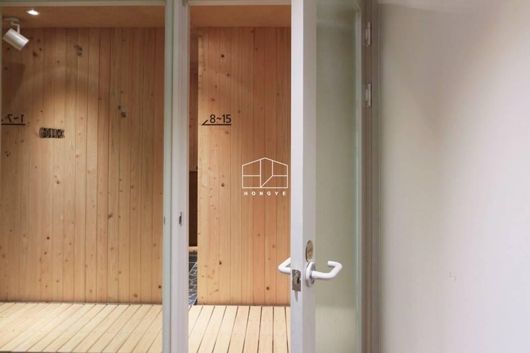 Puertas de estilo minimalista de 홍예디자인 Minimalista