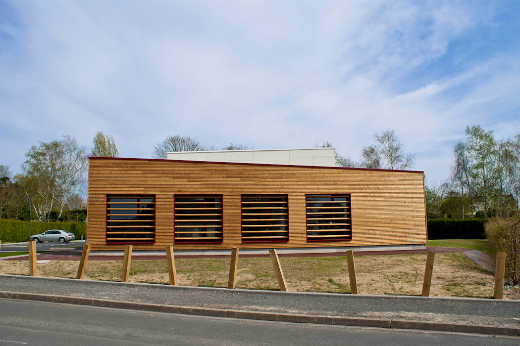 façade ouest - DESarchitecture: Bureaux de style  par DESarchitecture