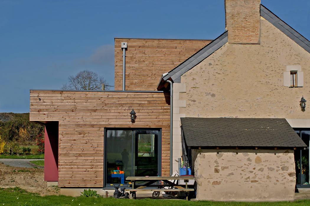 façade ouest - DESarchitecture: Salon de style de style Moderne par DESarchitecture