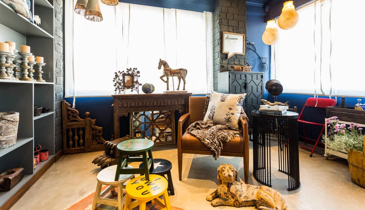 Livings de estilo rústico de Turiya Lifestyle LLP Rústico Madera Acabado en madera