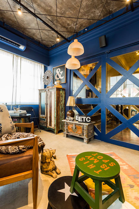 PEACOCK LIFE SHOWROOM Rustic style living room by Turiya Lifestyle LLP Rustic Wood Wood effect