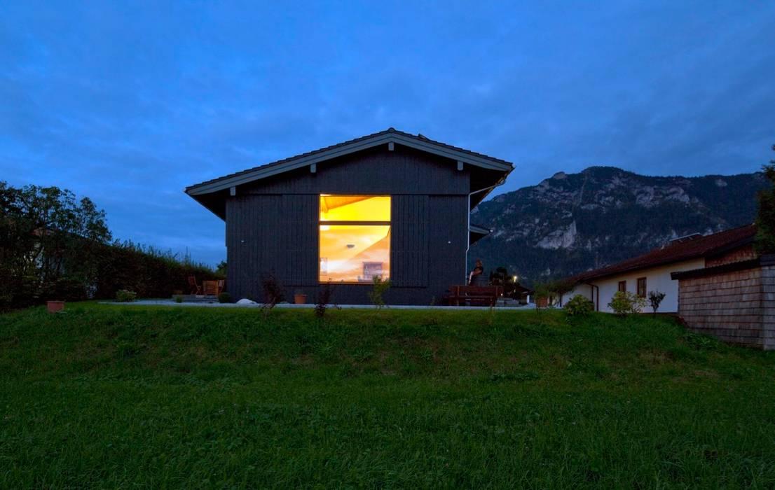 Rumah Gaya Eklektik Oleh w. raum Architektur + Innenarchitektur Eklektik