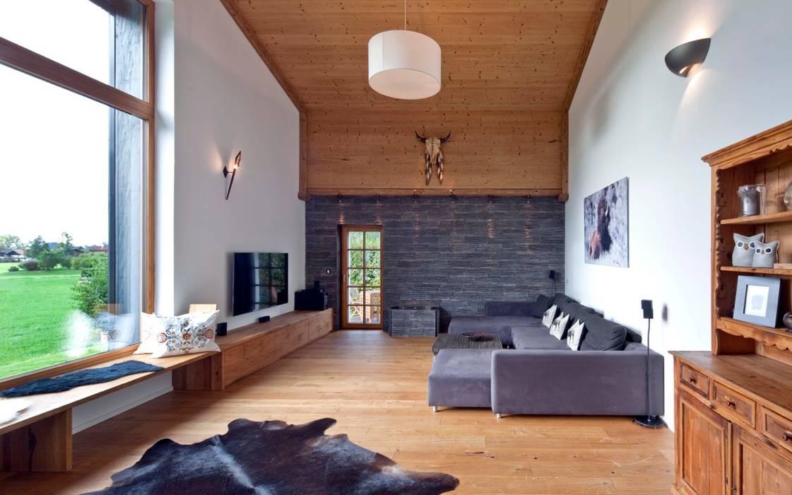 Harley Davidson zu Hause Ausgefallene Wohnzimmer von w. raum Architektur + Innenarchitektur Ausgefallen