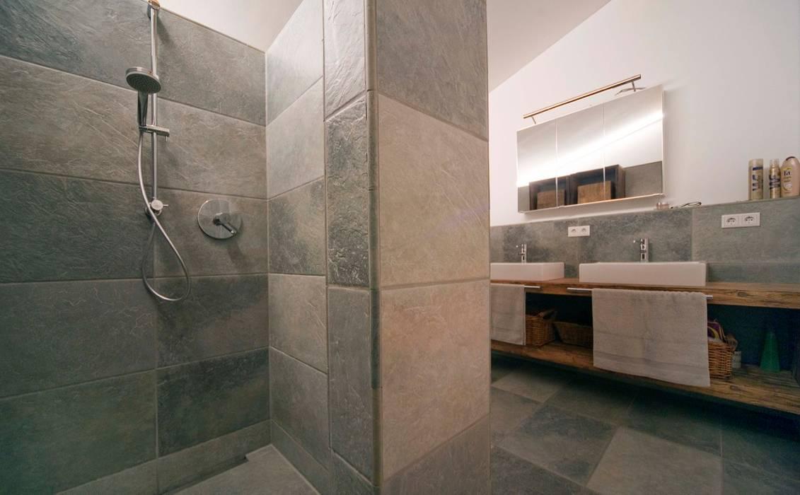 Eclectic style bathroom by w. raum Architektur + Innenarchitektur Eclectic