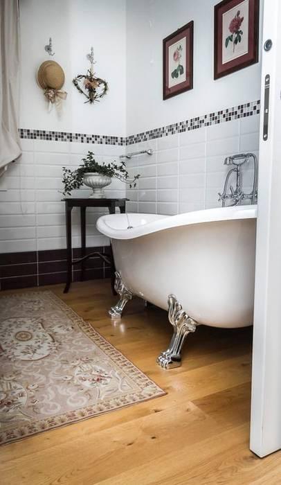 Casa in bioedilizia: Bagno in stile in stile classico di casa&stile interior design e ristrutturazioni