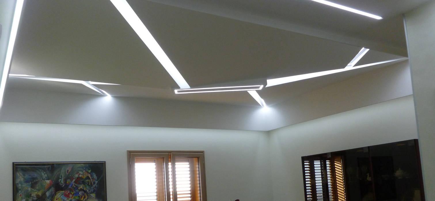 Volumi e luci : Soggiorno in stile in stile Moderno di laboratorio di architettura e design