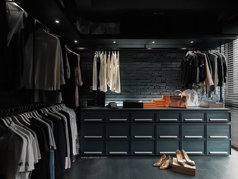 Minimalist dressing room by Taipei Base Design Center Minimalist