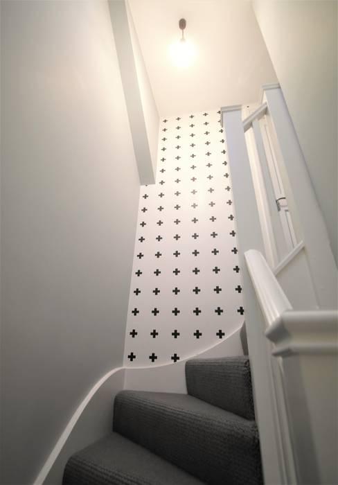 Twickenham Patience Designs Studio Ltd Modern corridor, hallway & stairs
