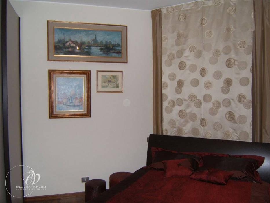 ELEGANTE LINEARITA': Camera da letto in stile in stile Moderno di Emanuela Volpicelli Interior Designer