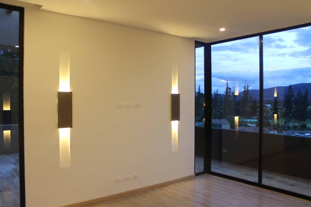 INTERIOR: Habitaciones de estilo  por IngeniARQ, Moderno