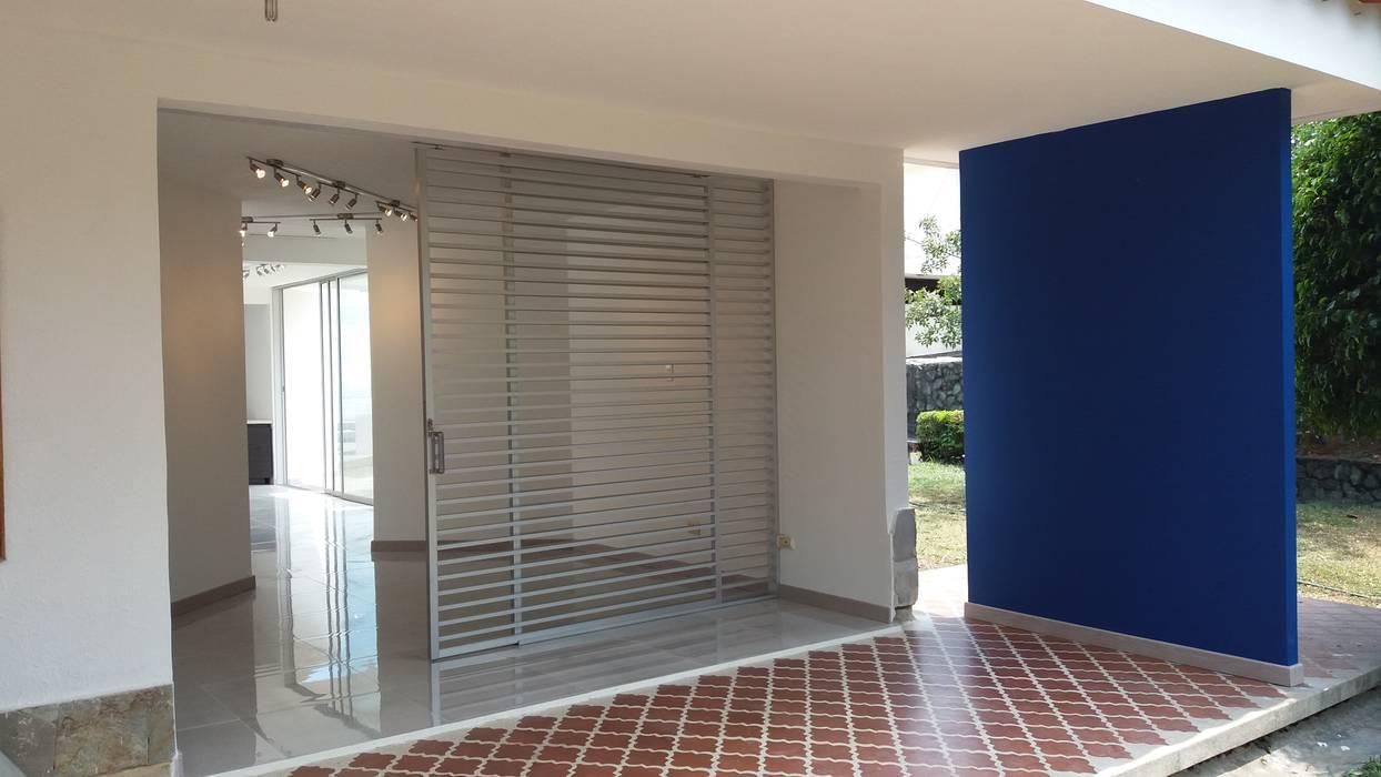 ARQUITECTONI-K DISEÑO + CONSTRUCCCION SAS ,INFO: 317-6645891 ARQUITECTONI-K Diseño + Construcción SAS Espacios comerciales de estilo moderno