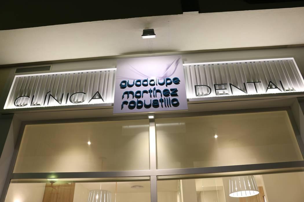 Mediterranean style clinics by SENZA ESPACIOS Mediterranean