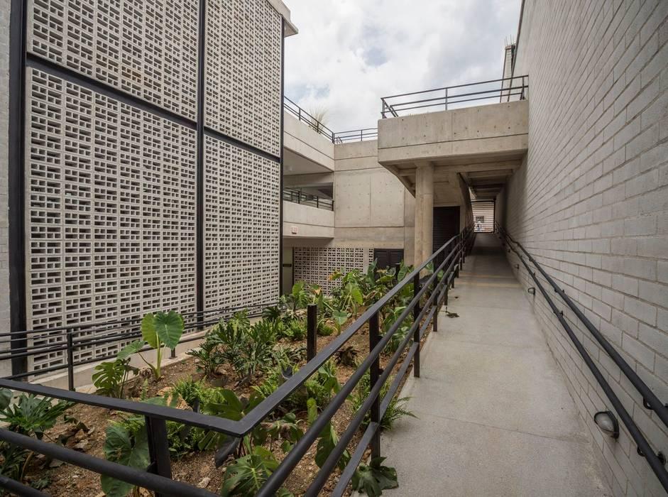 Parque Educativo Zenufaná: Casas de estilo  por Veronica Henriques - Arquitectura Sostenible