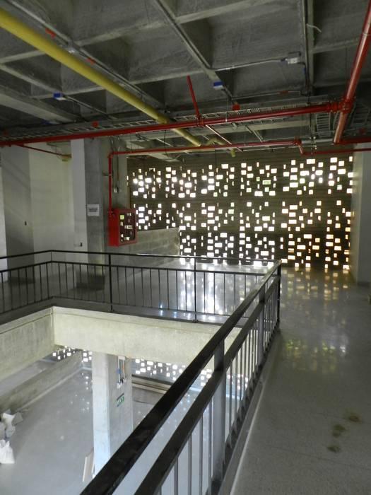 Clinica de la Mujer: Casas de estilo  por Veronica Henriques - Arquitectura Sostenible
