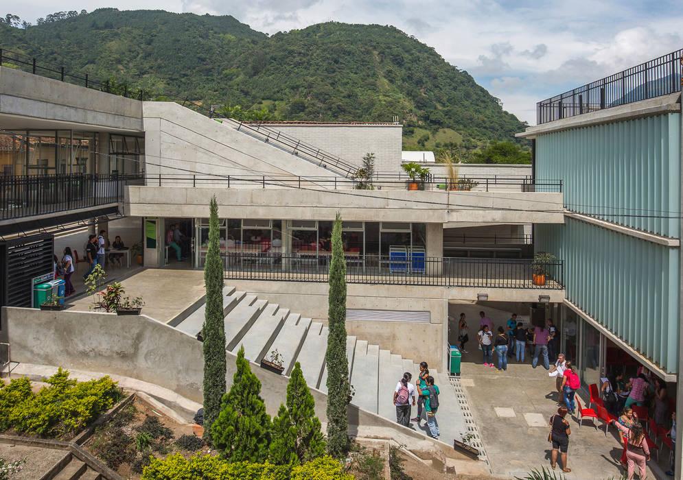 Parque Educativo Zenufana: Casas de estilo moderno por Veronica Henriques - Arquitectura Sostenible
