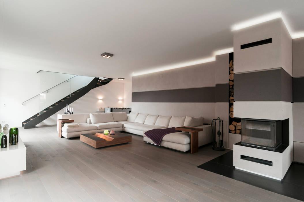 Wohnzimmer Lounge Kamin TV In Penthouse | München: Wohnzimmer Von Egg And  Dart Corporation GmbH